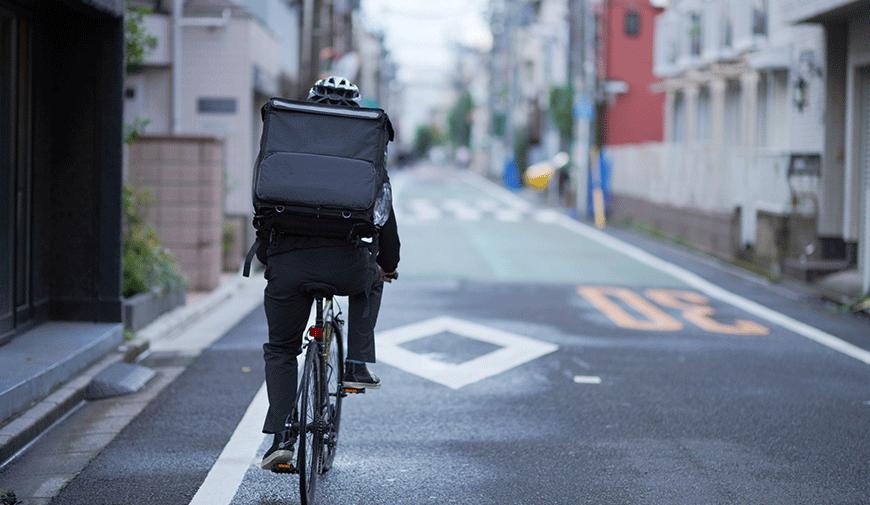 自転車あおり運転容疑で「ひょっこり男」起訴。ウーバーイーツ配達員の事故など自転車トラブルの現状と罰則について