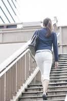 一瞬でカッコよく見える大人女性の決めては後ろ姿美人